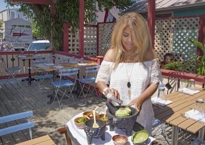 lucy-preparing-quacamole-tableside